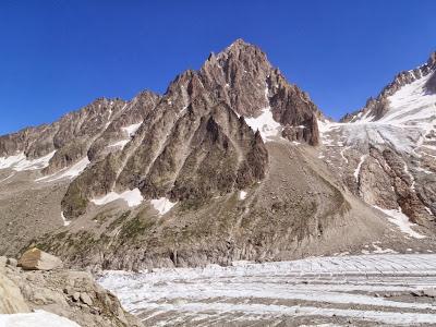 Le glacier d'Argentière en premier plan avec l'Aiguille du Chardonnet à l'arrière plan
