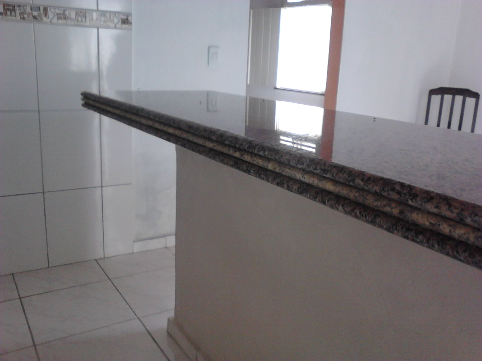 #5A6471 balcão de granito ocre itabira com filete de amarelo ornamental  1600x1200 px Balcão De Cozinha Americana Em Marmore #2421 imagens