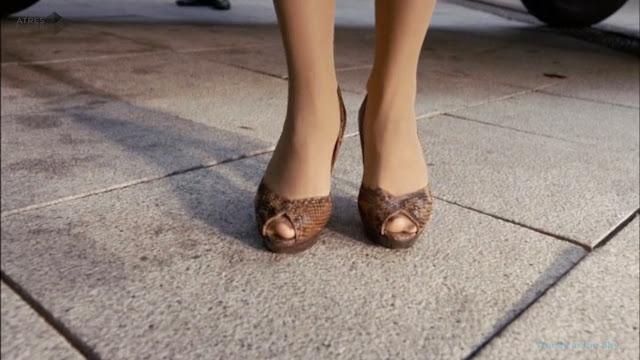 Sira Quiroga zapatos peep-toe. El tiempo entre costuras. Capítulo 6