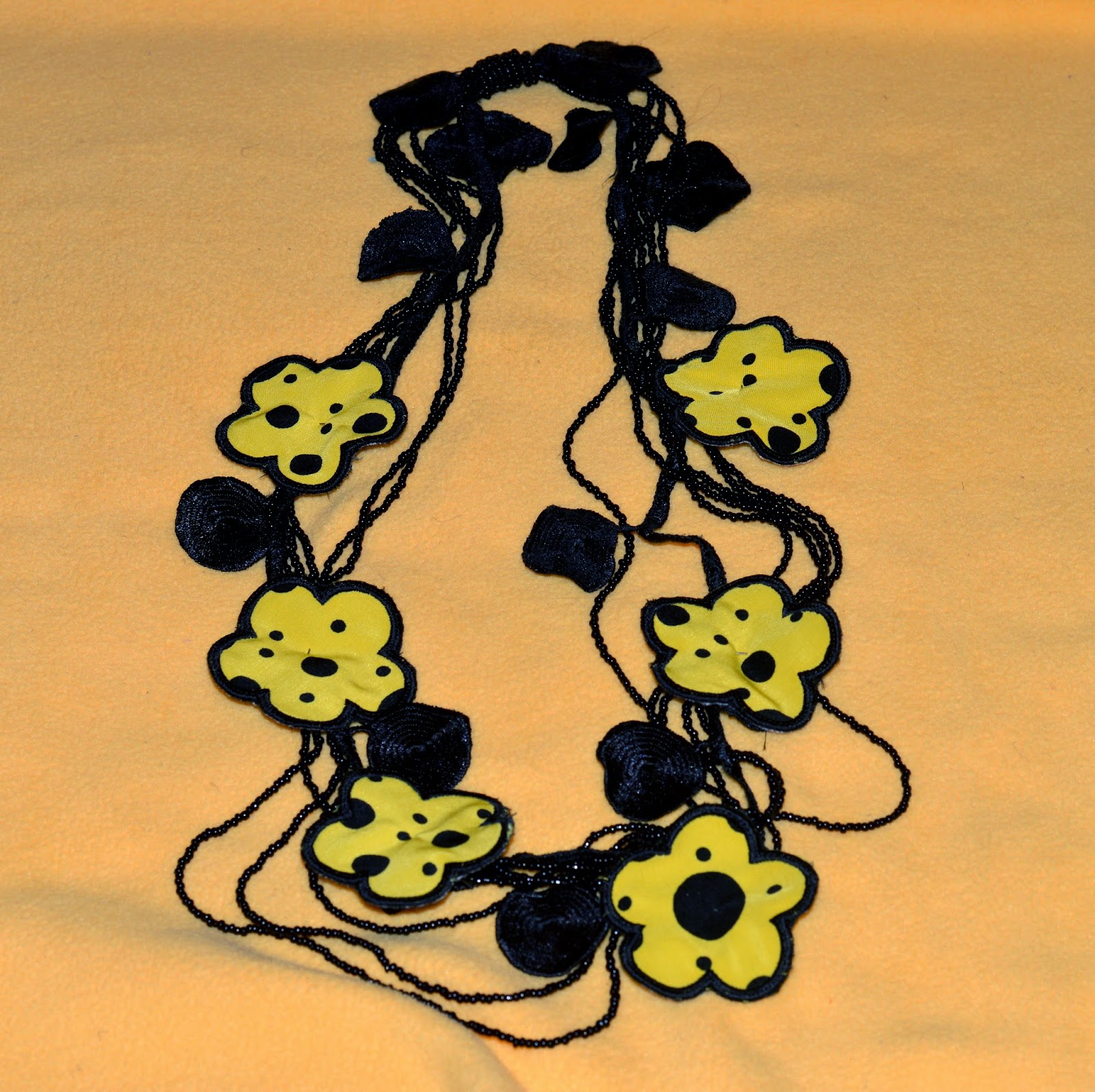 polka dots flower necklece