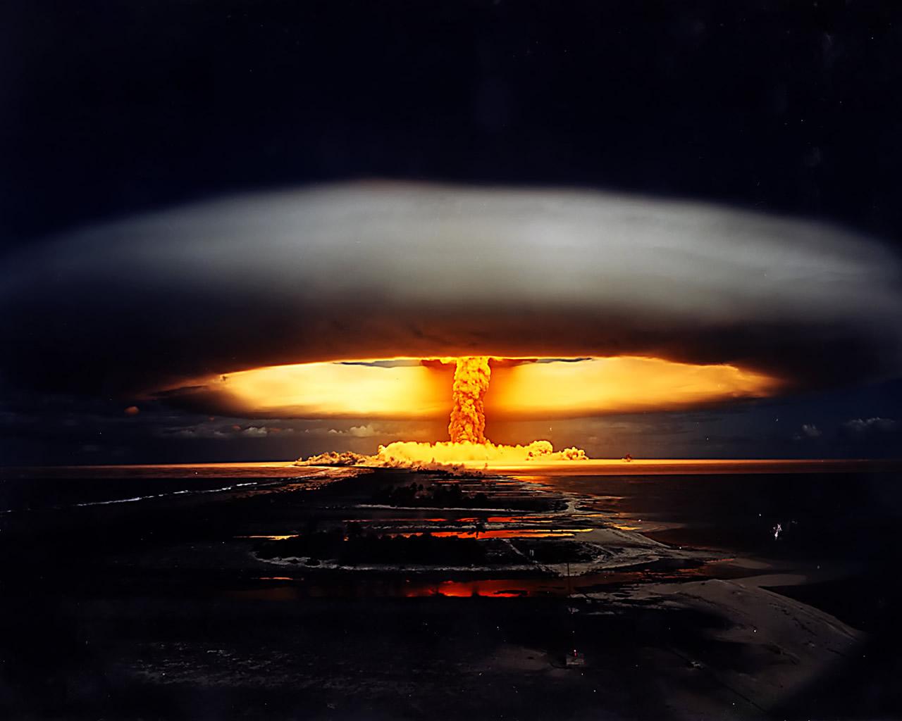 http://1.bp.blogspot.com/--nlDl4LKlK0/TlFkyVAD6oI/AAAAAAAAAE4/0s6SNWiZSz4/s1600/Explosion+Nuclear.jpg