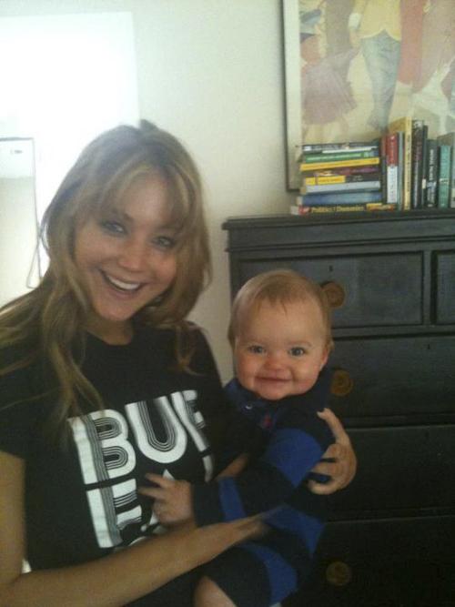 Jennifer Lawrence Holding Baby Los juegos del ...