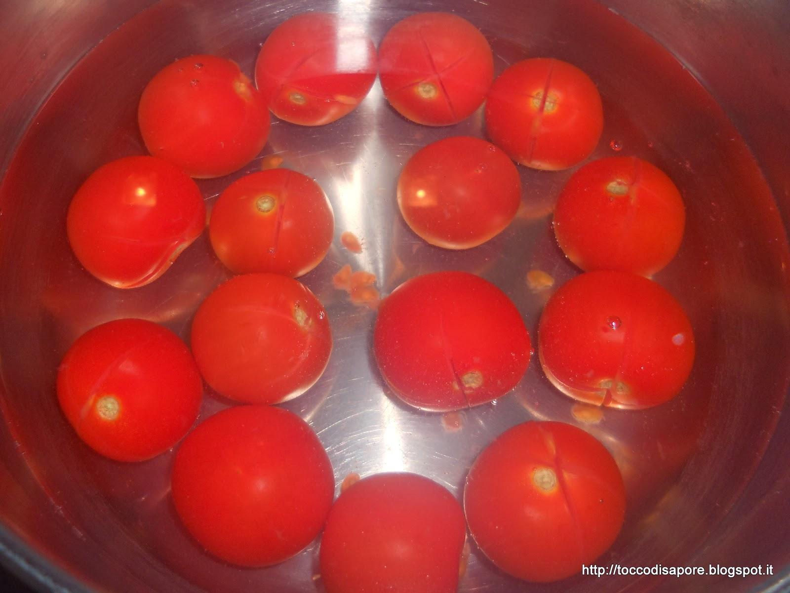 Pomodorini in acqua bollente