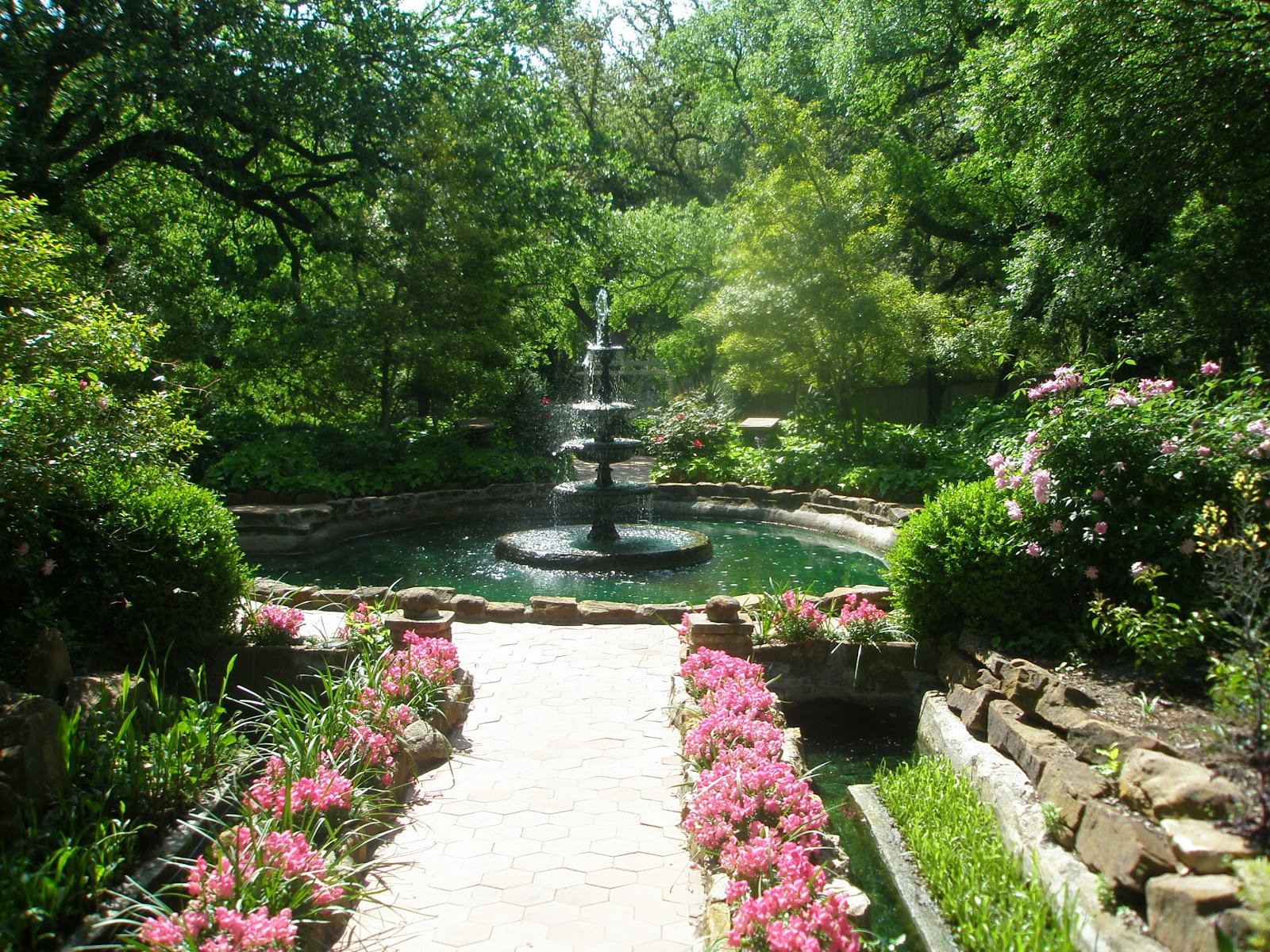 A Writer 39 S Life Caroline Clemmons A Visit To Chandor Gardens Weatherford Tx