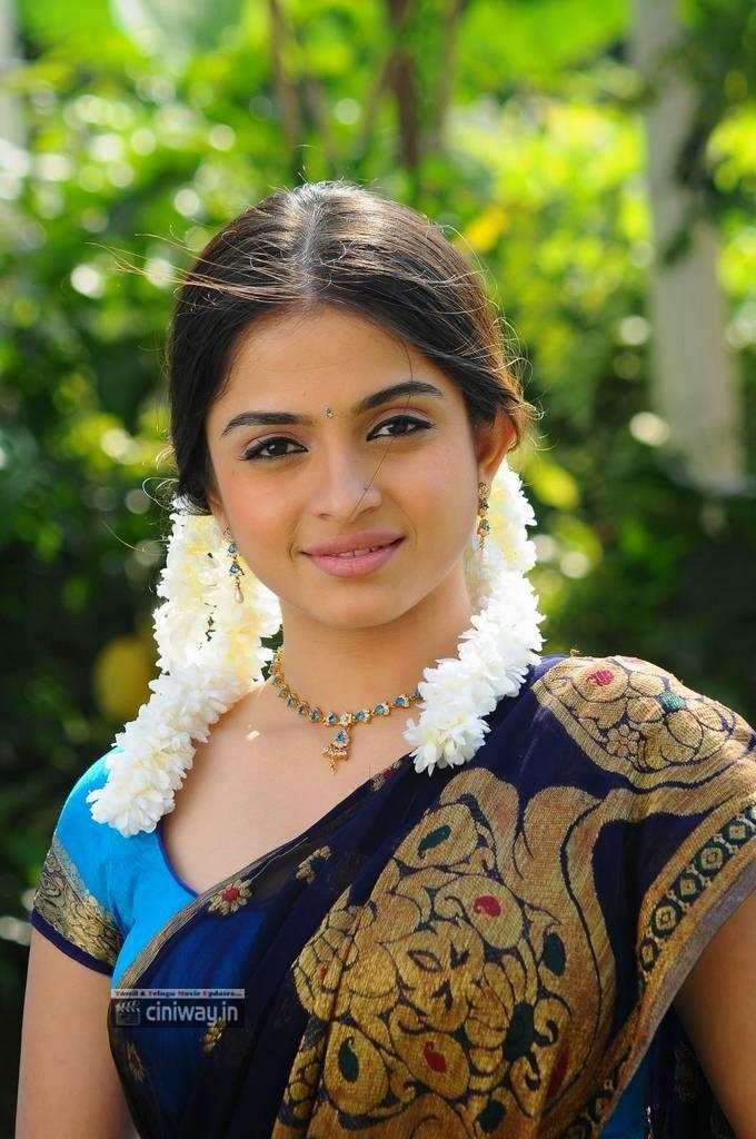 Sheena-Shahabadi-Cute-Stills-in-half-saree