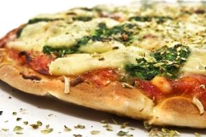 Jak zrobić cienkie ciasto na pizze jak z pizzerii