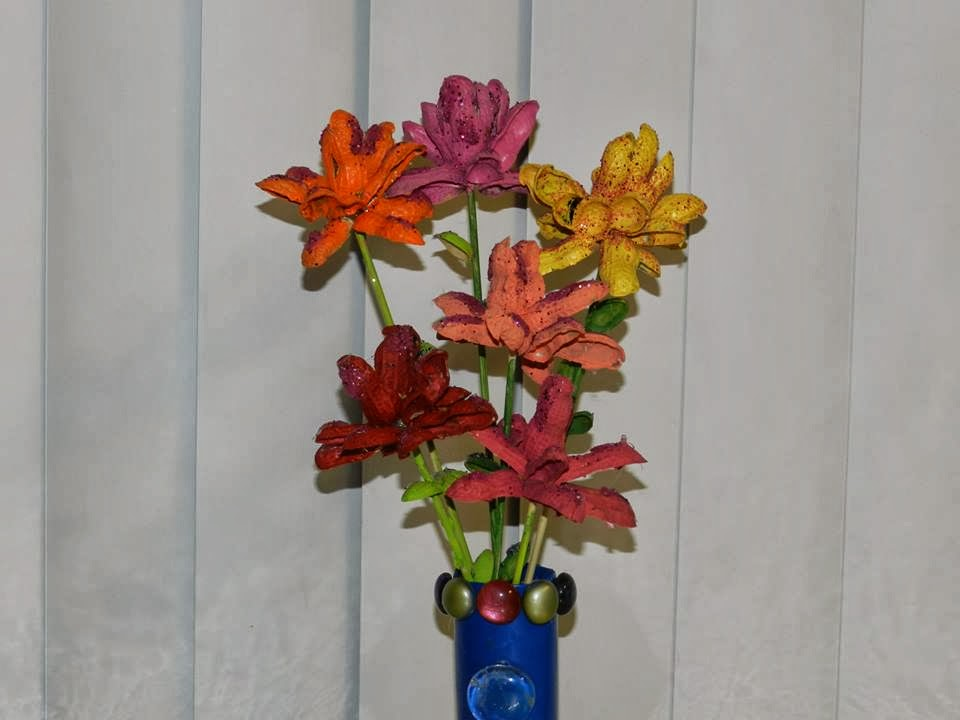Creative DIY crafts: Groundnut shell flower vase!