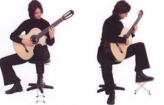 posisi klasik bermain gitar