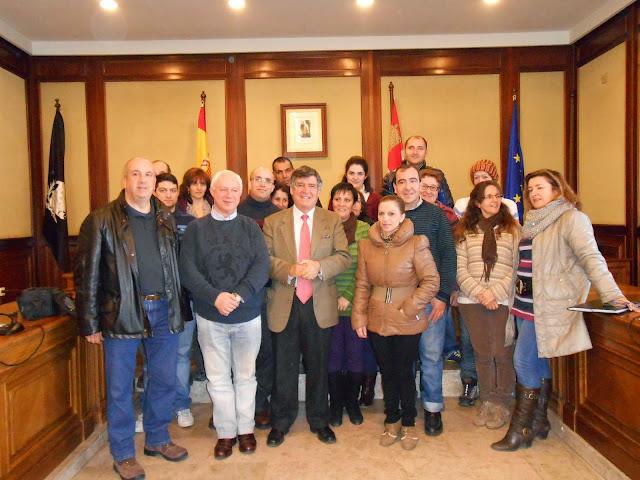 foto de familia  en el omento de la inauguracion imagen gabinete de prensa municipal