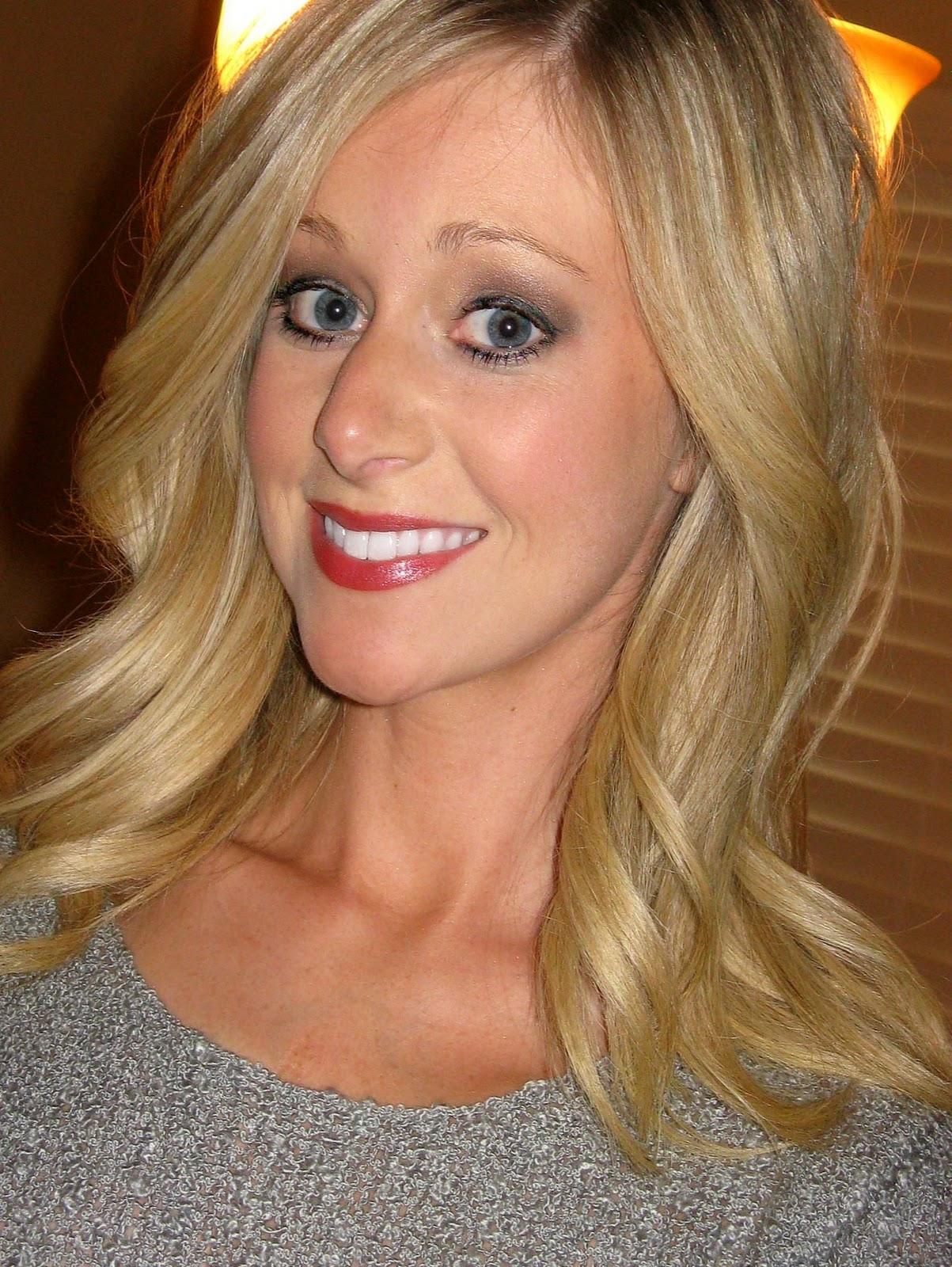 http://1.bp.blogspot.com/--opNOwR-cTc/TrQc8liV5tI/AAAAAAAAH3s/1Fq9pjSGHLw/s1600/Lipstick.jpg