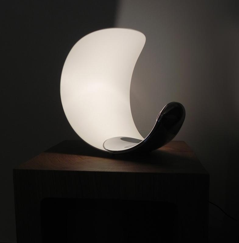 Blog luceplan presenta la nuova lampada for Lampada comodino