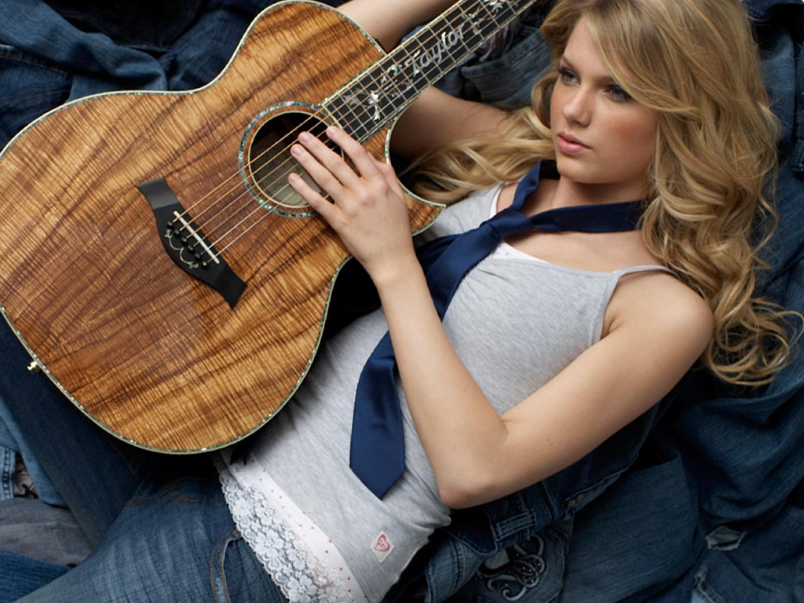 http://1.bp.blogspot.com/--oxCOKUnIYc/TyACC2CHB9I/AAAAAAAAGQo/ANWSNHR_Ffc/s1600/Taylor%2BSwift%2BBiography%2B4.jpg