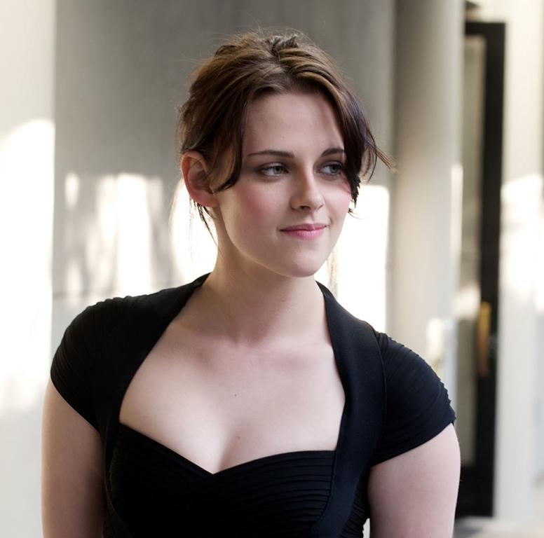 Kristen Stewart Briefing | Sexy masseuse babe giving
