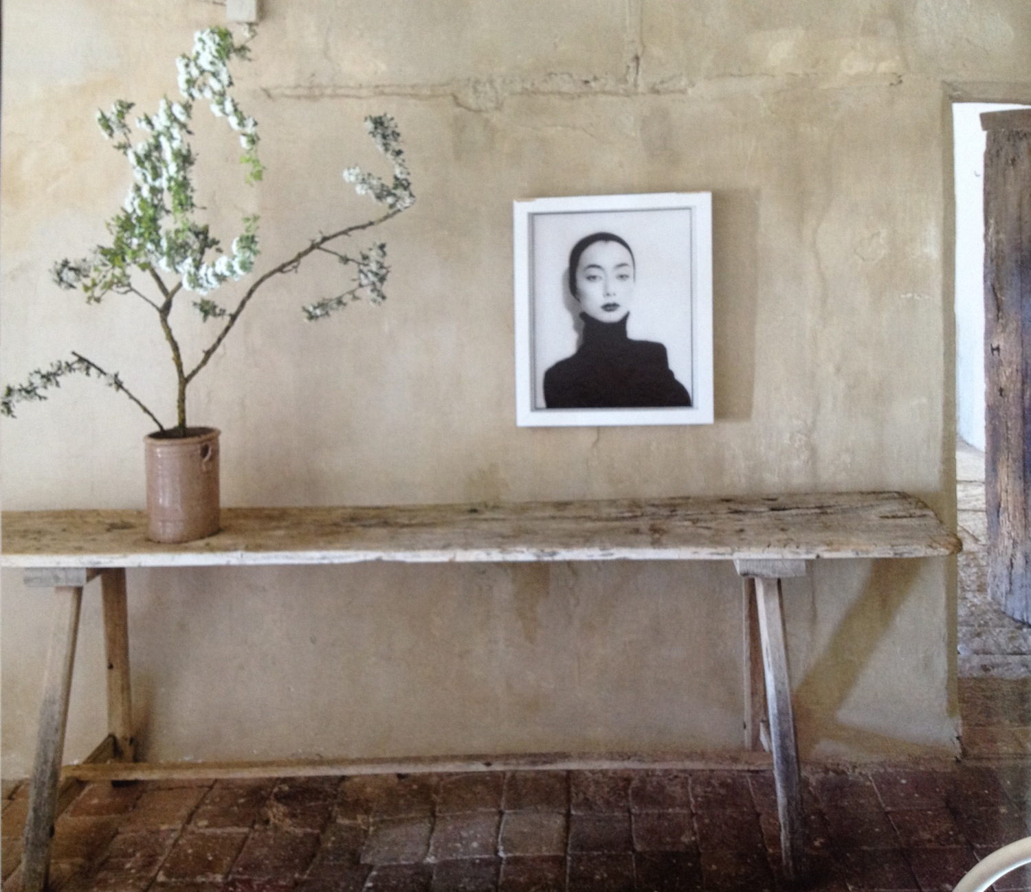 12 Ideas To Have The Best Rustic Gallery Wall: Auction Decorating: Rustic Rules 'at Auction