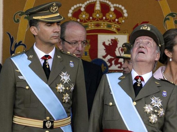 ملك إسبانيا خوان كارلووس يتنازل عن العرش لولي عهده الأمير فيليبي