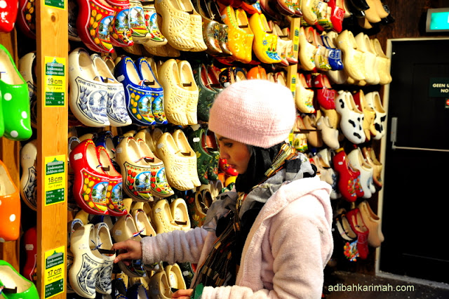 After holland and belgium now we have free holiday to guangzhou for premium beautiful top agents buying wooden shoe in zaanse schans