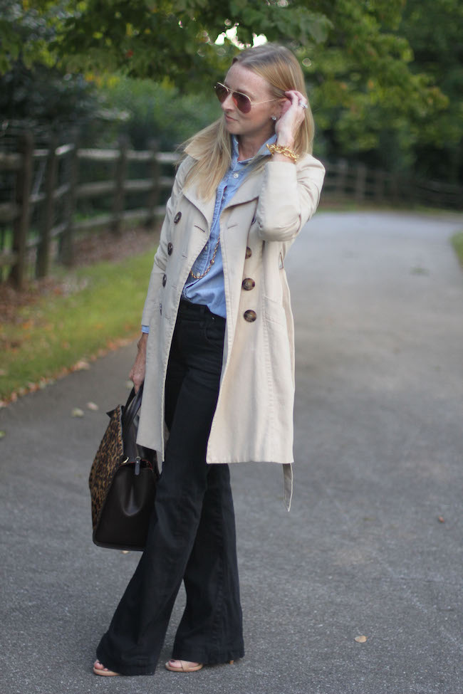 trench coat, chambray shirt, flare jeans, ray ban aviators, leopard bag