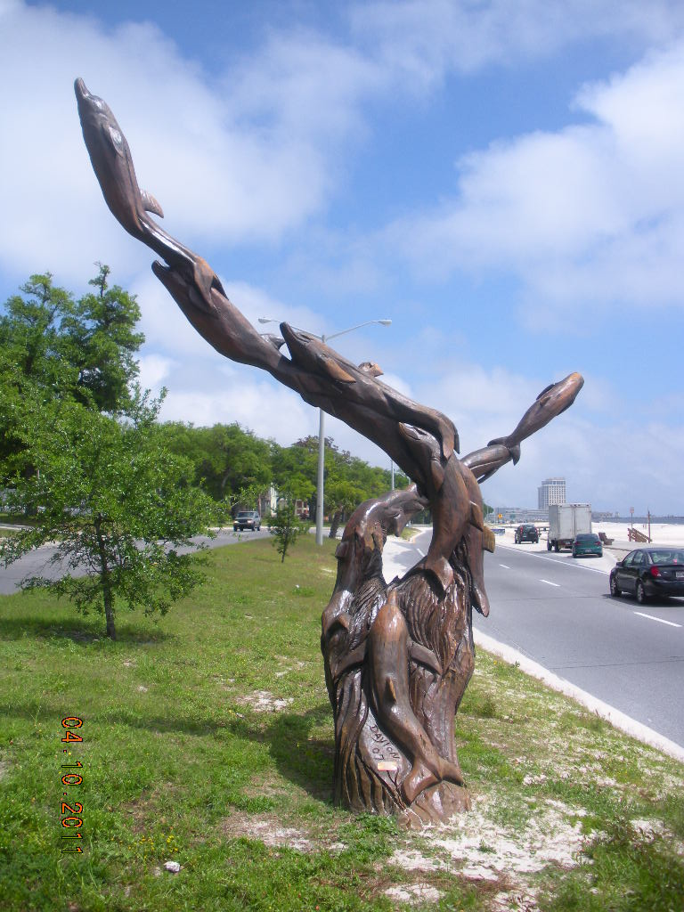 Marlin miller s tree scultures are monuments to coast s
