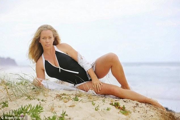 نجمة بلاي بوي السابقة كندرا ويلكنسون في صور جريئة