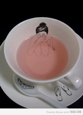 design criativo em xícara de chá