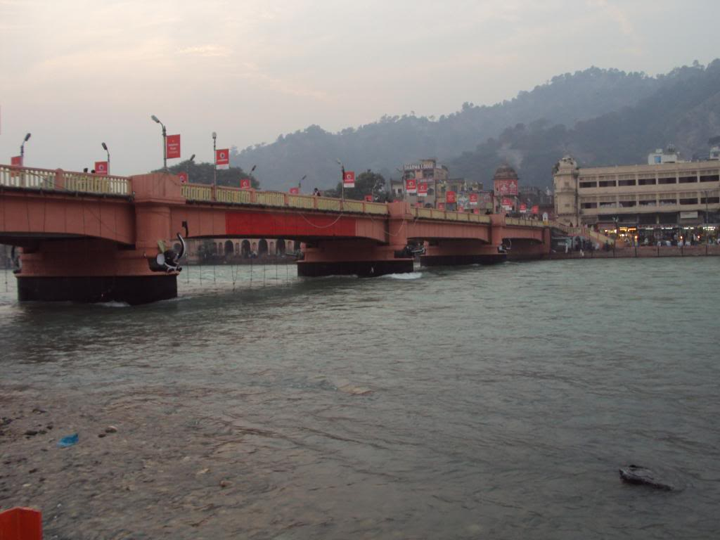 http://1.bp.blogspot.com/--qEhqANw8oA/Tah-NTxRamI/AAAAAAAAAME/8MsTdfRE6II/s1600/the-hindu-temple-haridwar-wallpaper-free-download.jpg