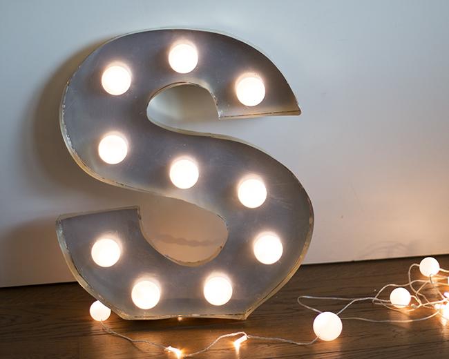 Dare to diy diy c mo hacer letras luminosas room decor 2 for Letras decoracion ikea