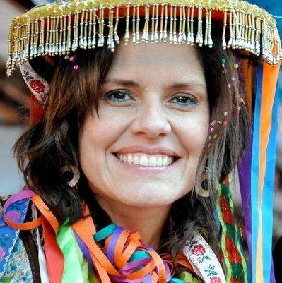 Mercedes Araoz con bella sonrisa