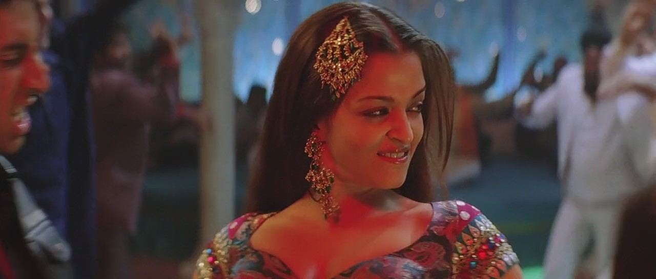 Aishwarya Rai lusty expression in kajra re song, Aishwarya Rai sexy expression in item song kajra re