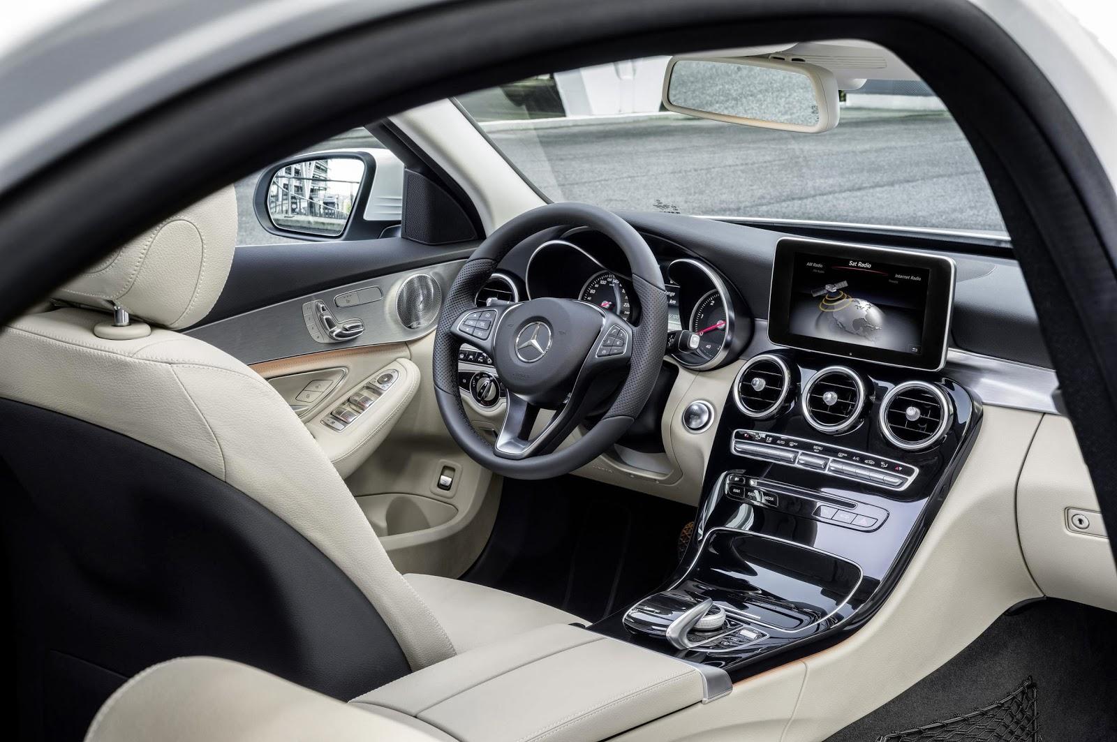 2014 Mercedes C-Class interior