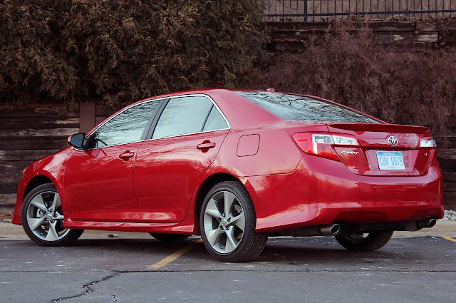 новая Toyota Camry SE V6 2012