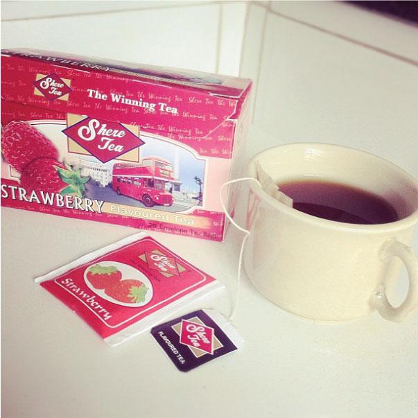 Chá de morango comprado em Londres para espantar a insônia
