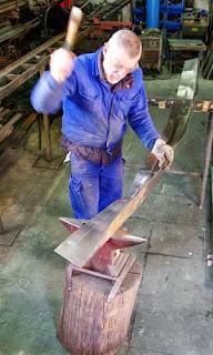 trabajo artesanal del acero corten