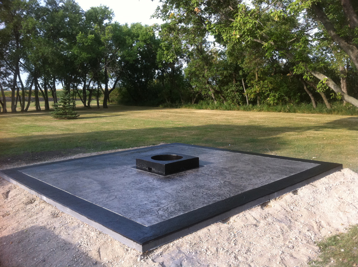 Amazing Modern Concrete Fire Pit 700 x 523 · 379 kB · jpeg