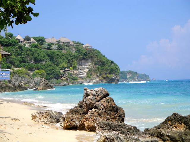 Foto Keindahan Pantai Bingin di Bali