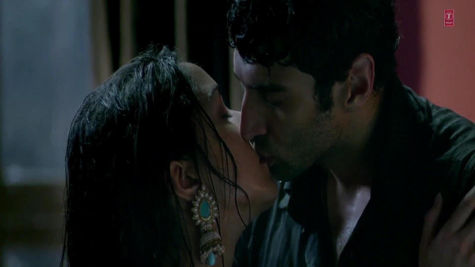 Hottest kissing scene of 2010