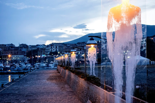 While we last heard from him in Segovia, Borondo is now in Italy where he just finished working on a new animation and installation on the streets of Marina Di Camerota.