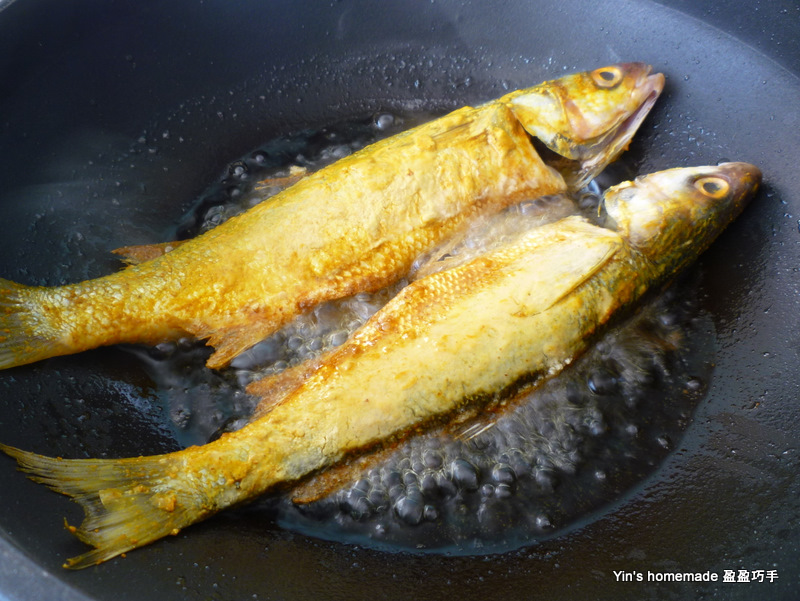Yin 39 s homemade turmeric fried fish for Best oil to fry fish