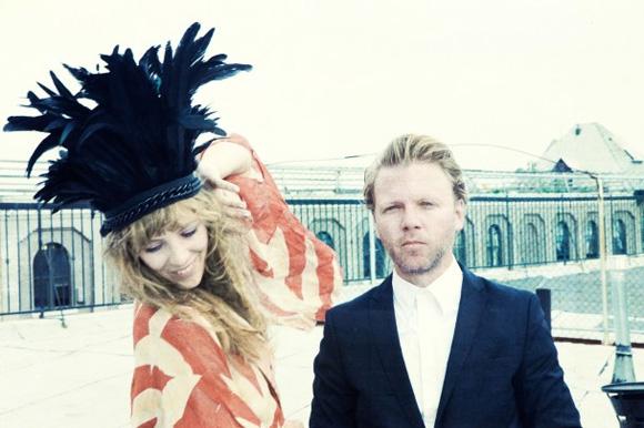 Niki & The Dove - DJ, Ease My Mind