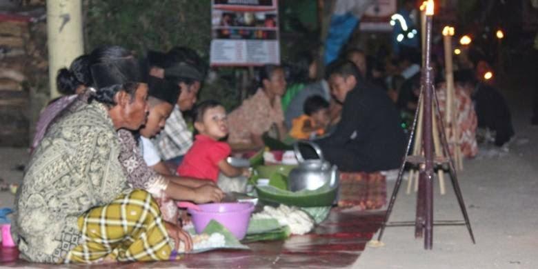Tradisi Tumpeng Sewu suku Osing Banyuwangi.