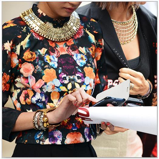 colgantes de oro camisa de flores