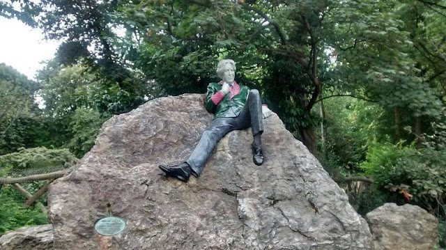 Escultura de Oscar Wilde en Merrion Square Park