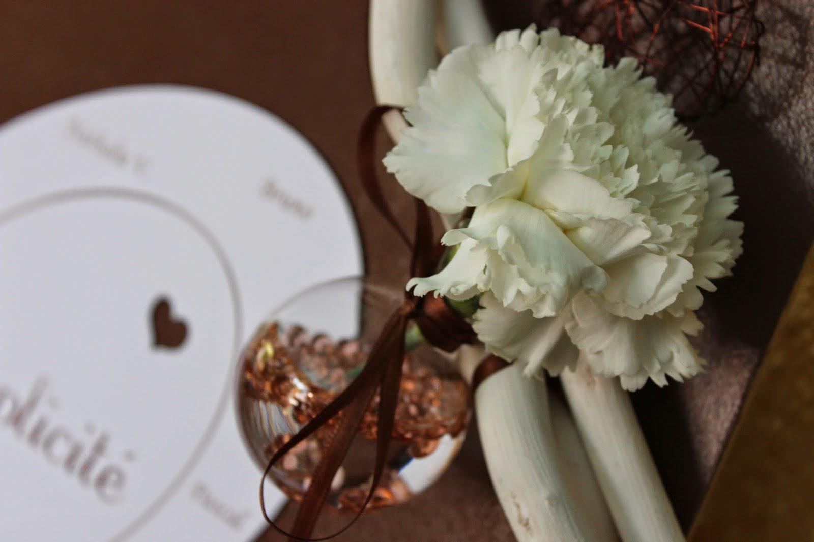 Décoration de mariage thème cœur couleurs marron et blanc  L ...
