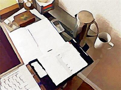 Mein Schreibtisch noch mit altem Laptop und Handy, Bild ca. von 2009