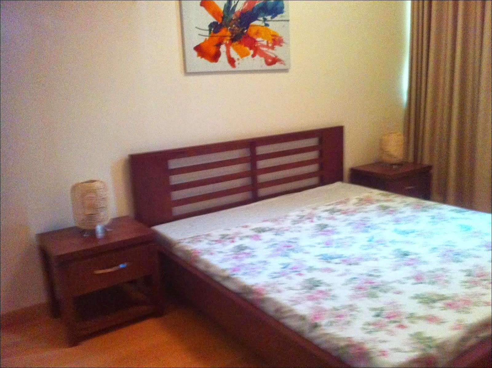 Phòng ngủ chính căn hộ The Vista 2 phòng ngủ view hồ bơi