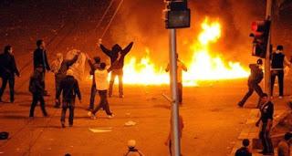 المتظاهرين بالإسكندرية،يحاصرون مقر سكن محافظ الإسكندرية المستشار محمد عطا عباس بمنطقة زيزينيا