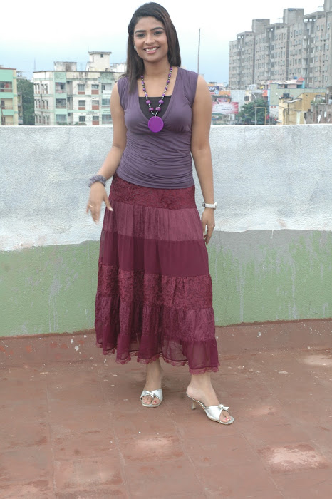 maheshwari the sunkalainger tv anchor real unseen actress pics