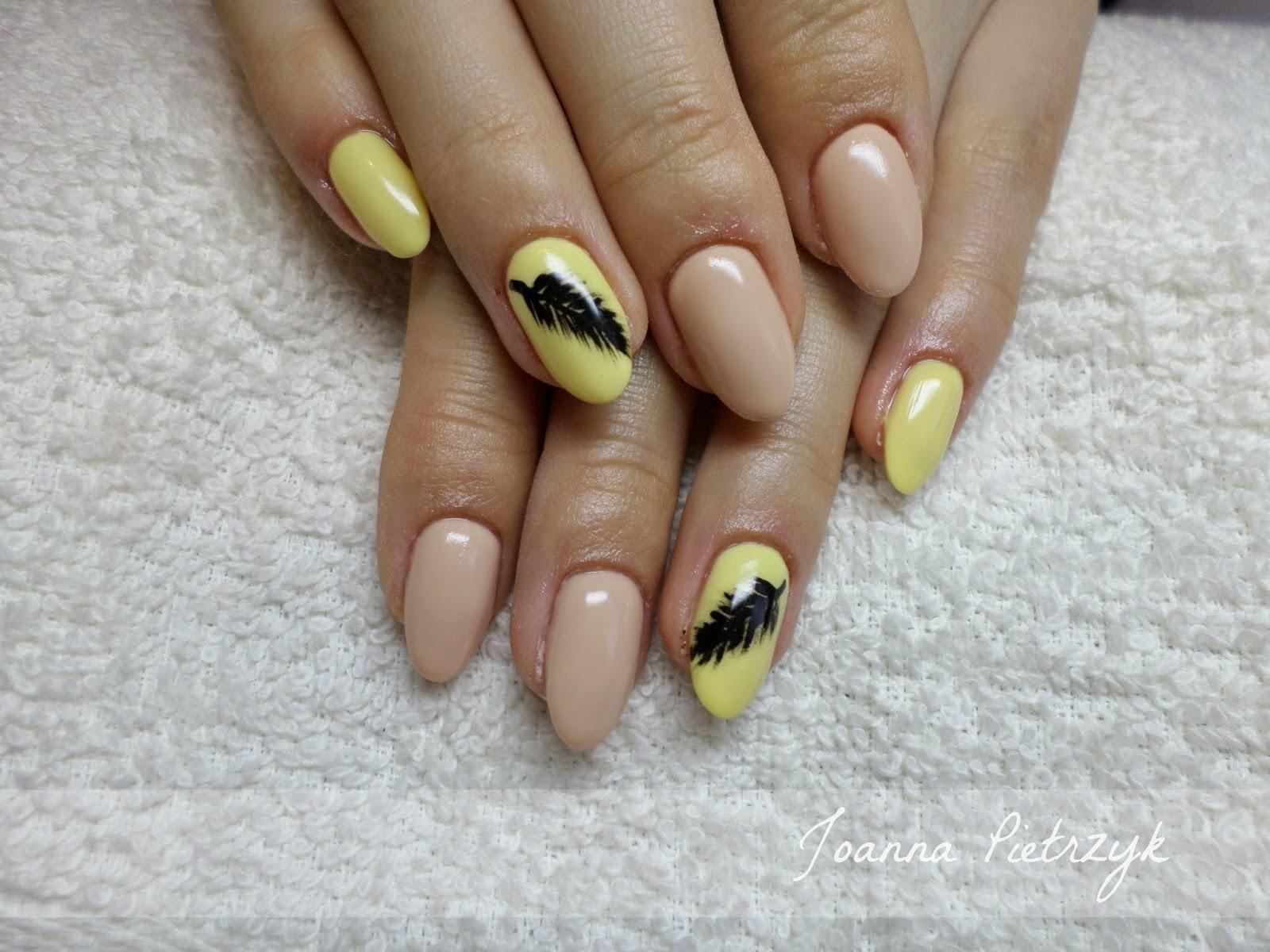Stylizacja Paznokci żółto Kremowe Migdałki Z Piórkiem