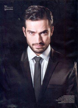 Alfonso Herrera a pozat in revista Glamour