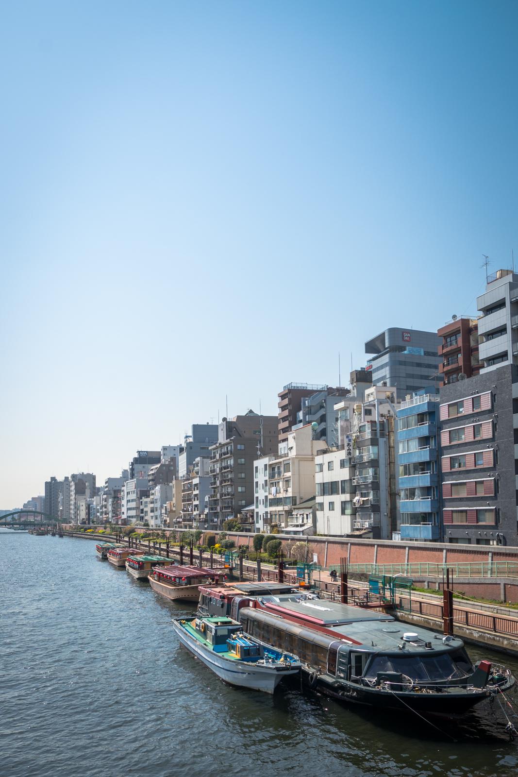 青空と隅田川の写真