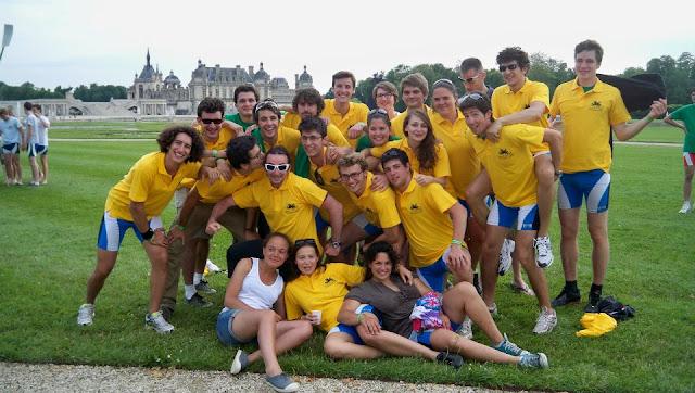 le Club Aviron ESCP Europe portant le t-shirt des vainqueurs_TDR 2012
